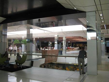Examples of High-Traffic Spaces Where HPL Cladding Thrives - Mall Hallway