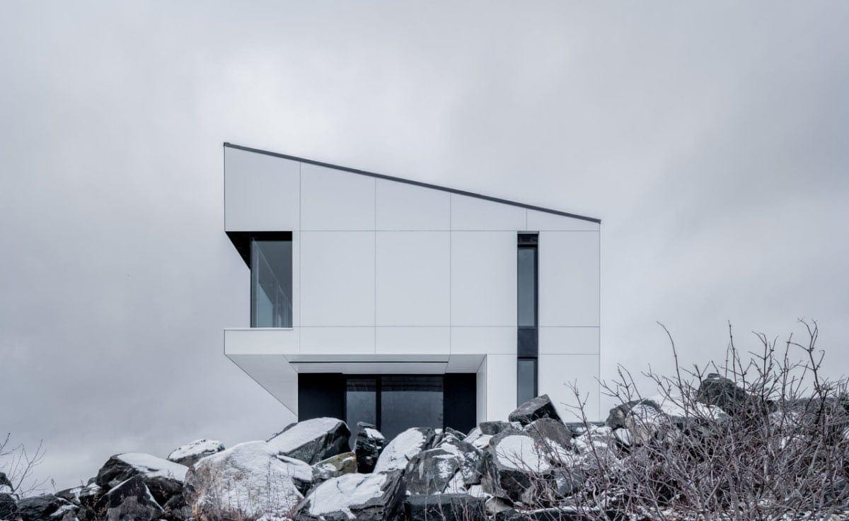 Shift House residential building in Canada blending in with it's environment due to FunderMax exterior phenolic panels.